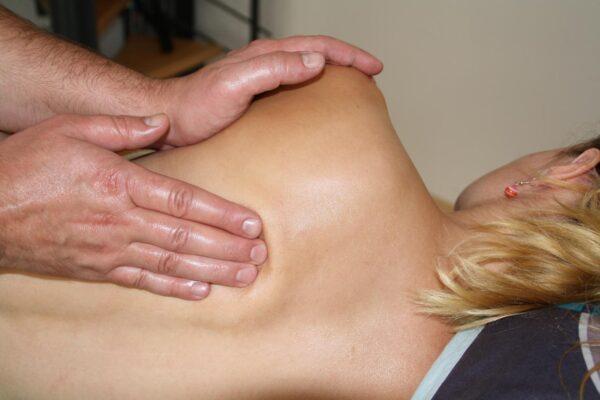 Rücken- und Schultermassage
