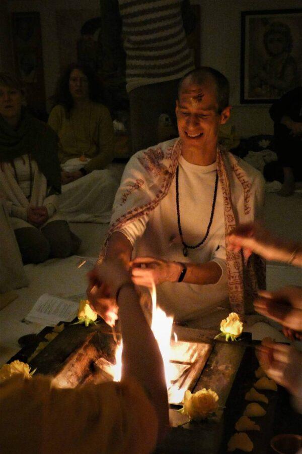 Venkatesha Zaremba beim Yajna/Homa Ritual